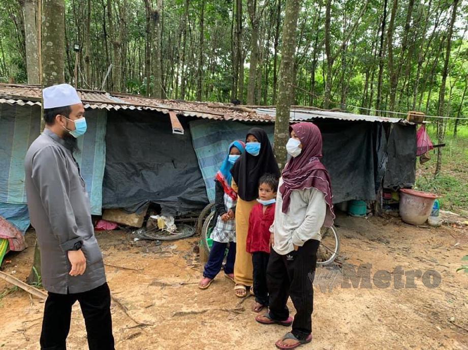 EBIT bertemu keluarga yang memerlukan bantuan di Baling. FOTO FB Ebit Lew