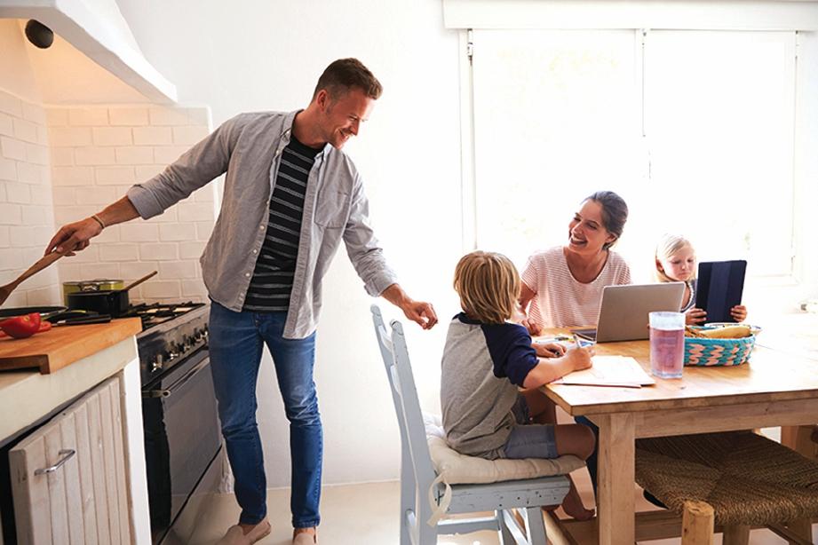IBU bapa perlu tunjuk contoh teladan baik ketika di rumah.