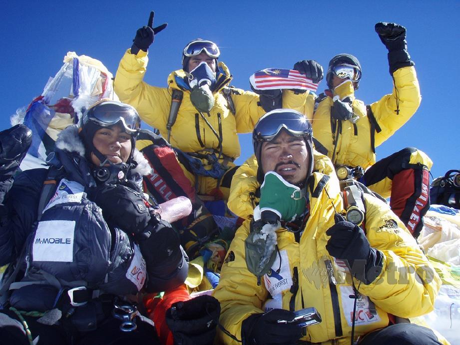 MARINA dan Rafi menawan Everest pada 2007.