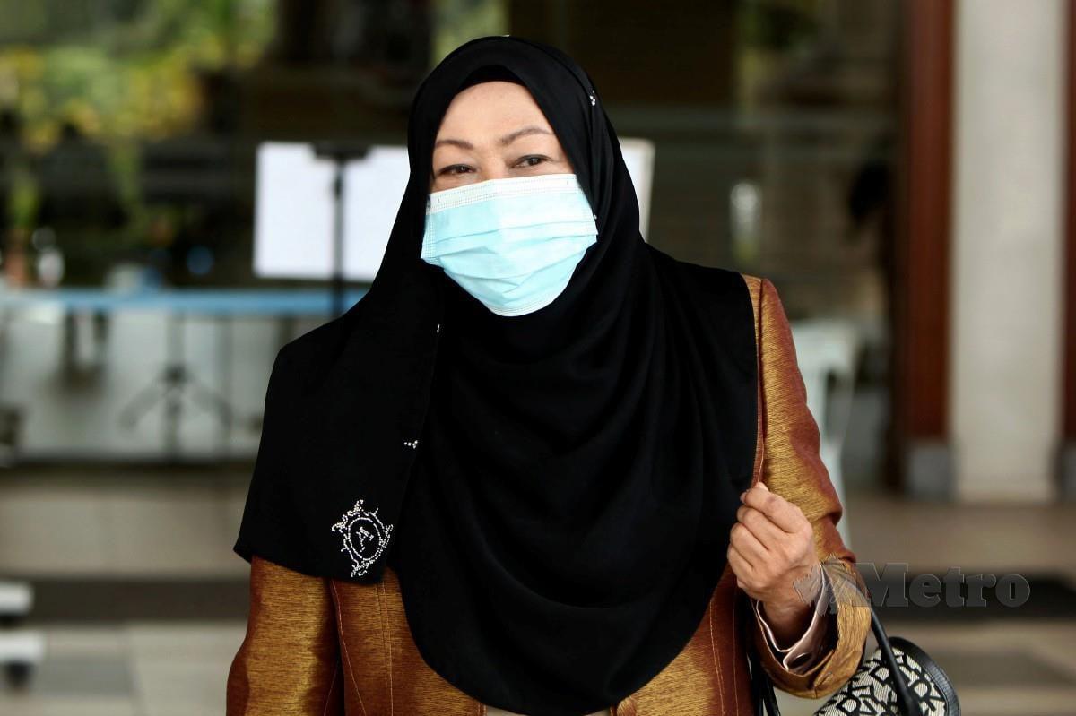 Hasanah meninggalkan Kompleks Mahkamah Kuala Lumpur selepas perbicaraan kes pecah amanah US12.1 juta (RM50.4 juta) yang dihadapinya. FOTO BERNAMA