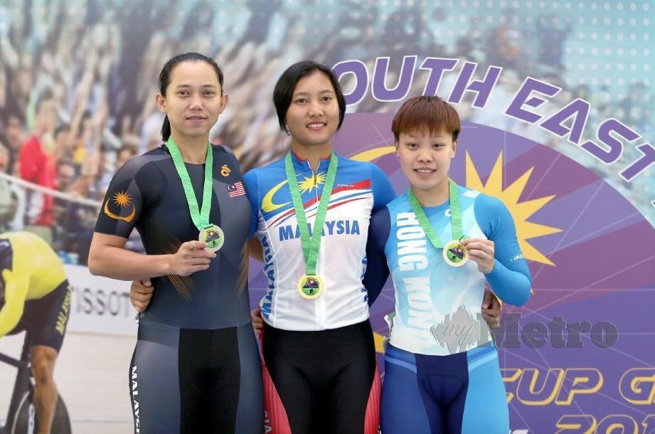FATEHAH (kiri) bersama pemenang pingat emas Crismonita (tengah) dan pemenang pingat gangsa, Yin Yin dari Hong Kong. — FOTO Iqmal Haqim Rosman