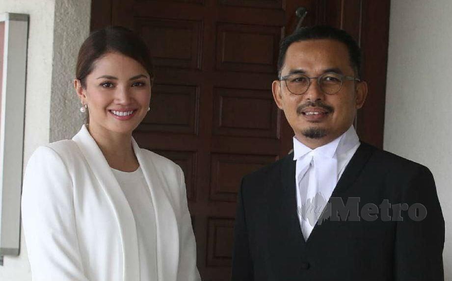 FAZURA tampil di Mahkamah Tinggi Kuala Lumpur bagi meneruskan perbicaraan saman terhadapnya dan syarikat Universal Music tadi.