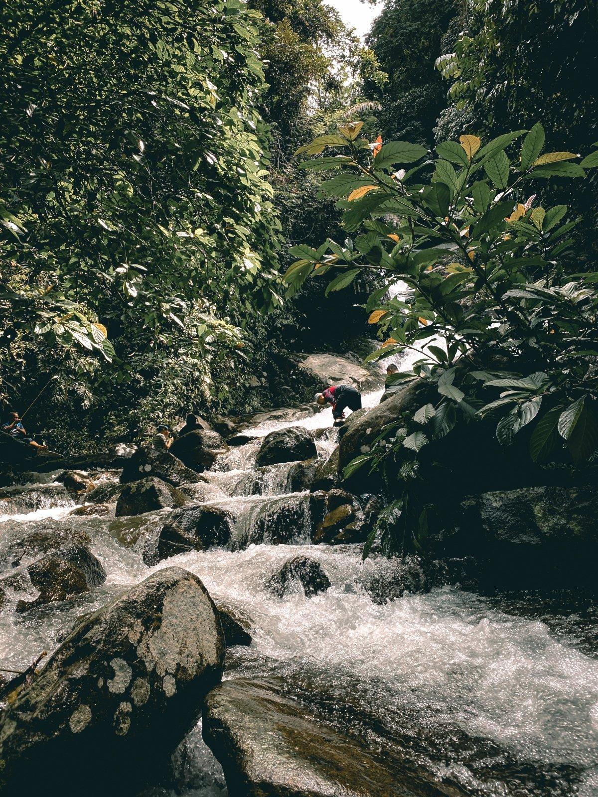 KEINDAHAN laluan air terjun yang indah untuk dirakam.