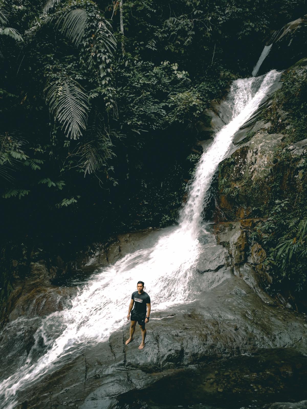 AIR Terjun Sungai Lopo yang menarik kehadiran pencinta alam semula jadi.