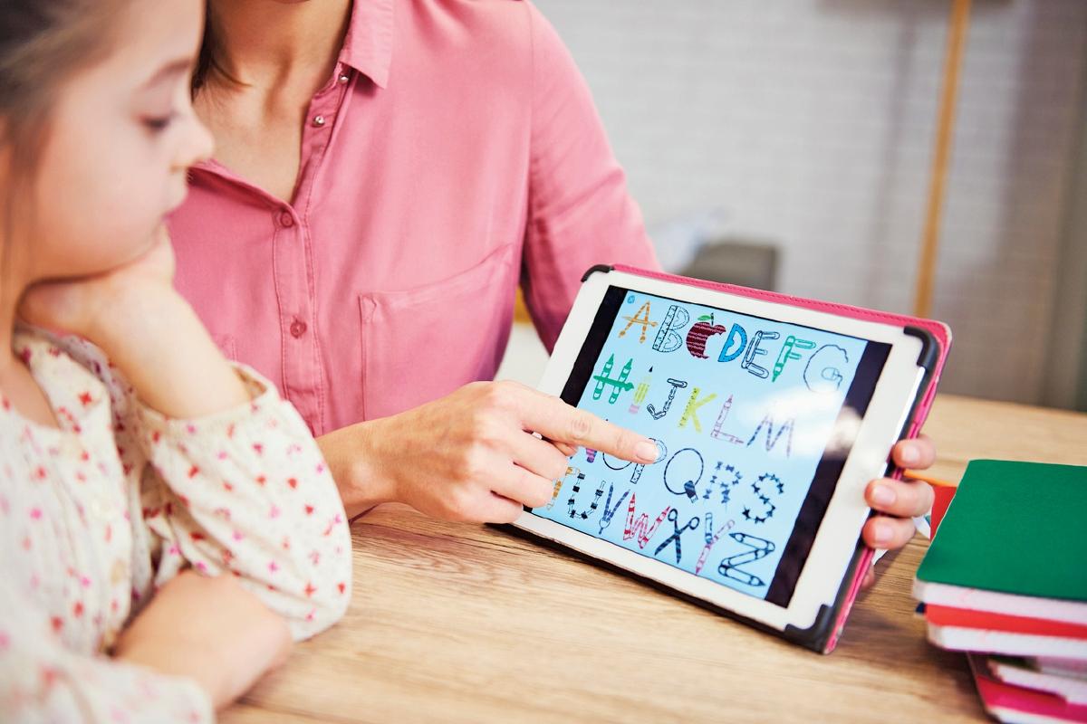 PEMBELAJARAN interaktif sememangnya menarik minat kanak-kanak berbanding kaedah konvensional menggunakan buku yang cepat membosankan.