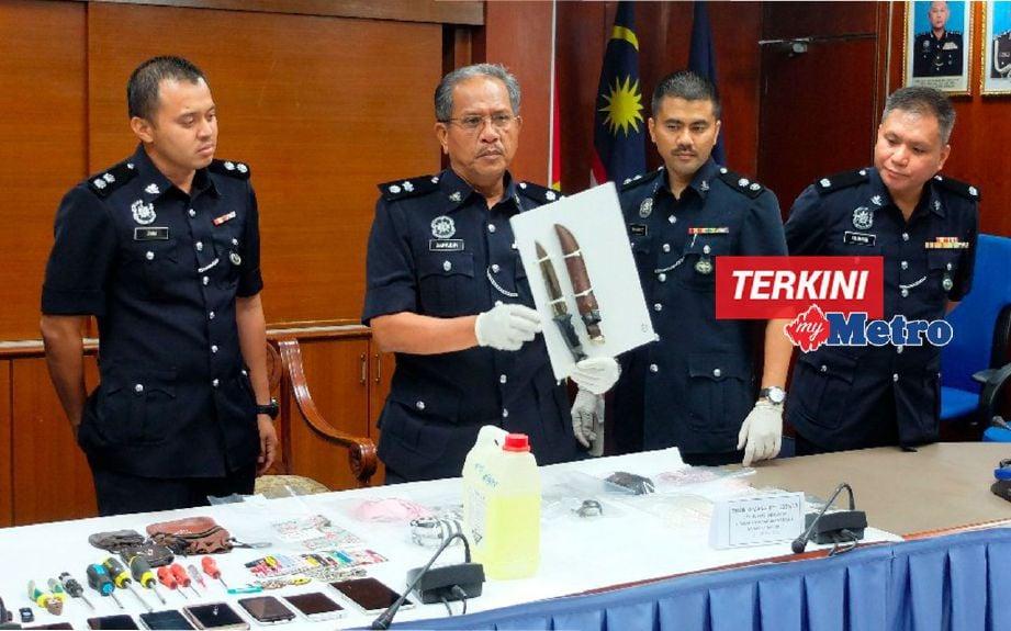 Zainudin menunjukkan pisau yang digunakan suspek untuk mengugut dan menculik budak perempuan berusia sembilan tahun. FOTO Khairul Najib Asarulah Khan