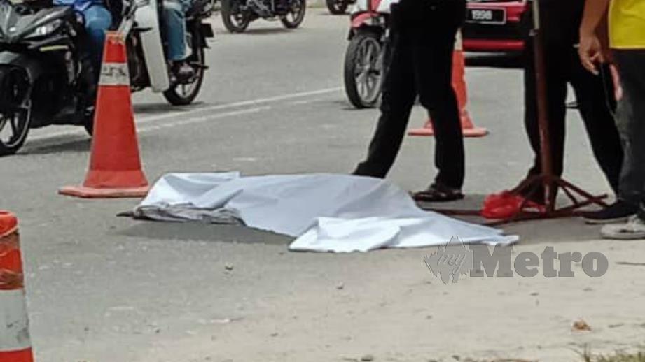 PEMBONCENG yang maut selepas terjatuh daripada motosikal dinaiki sebelum digilis lori.