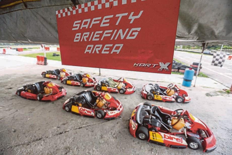GOKART antara aktiviti yang terdapat di Speedway PLUS Karting, USJ. FOTO Muhd Zaaba Zakeria