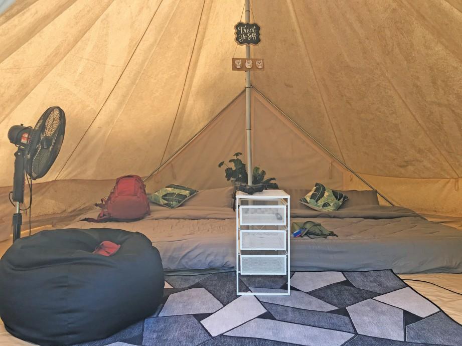 KEADAAN selesa di dalam salah satu khemah. FOTO Daya Kamarudin