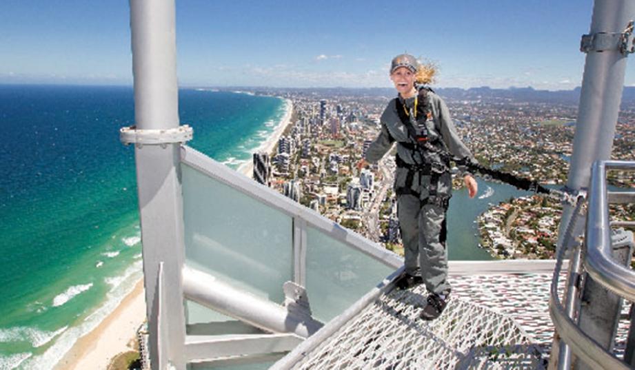 SAKSIKAN pemandangan mempesona menerusi aktiviti SkyPoint Climb.