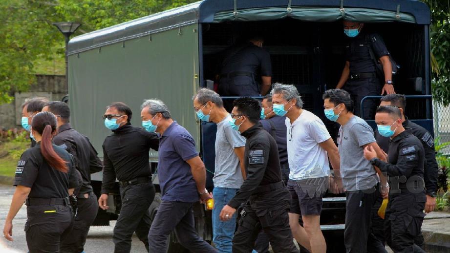 SEMUA tertuduh dibawa ke Mahkamah Selayang. FOTO ASYRAF HAMZAH
