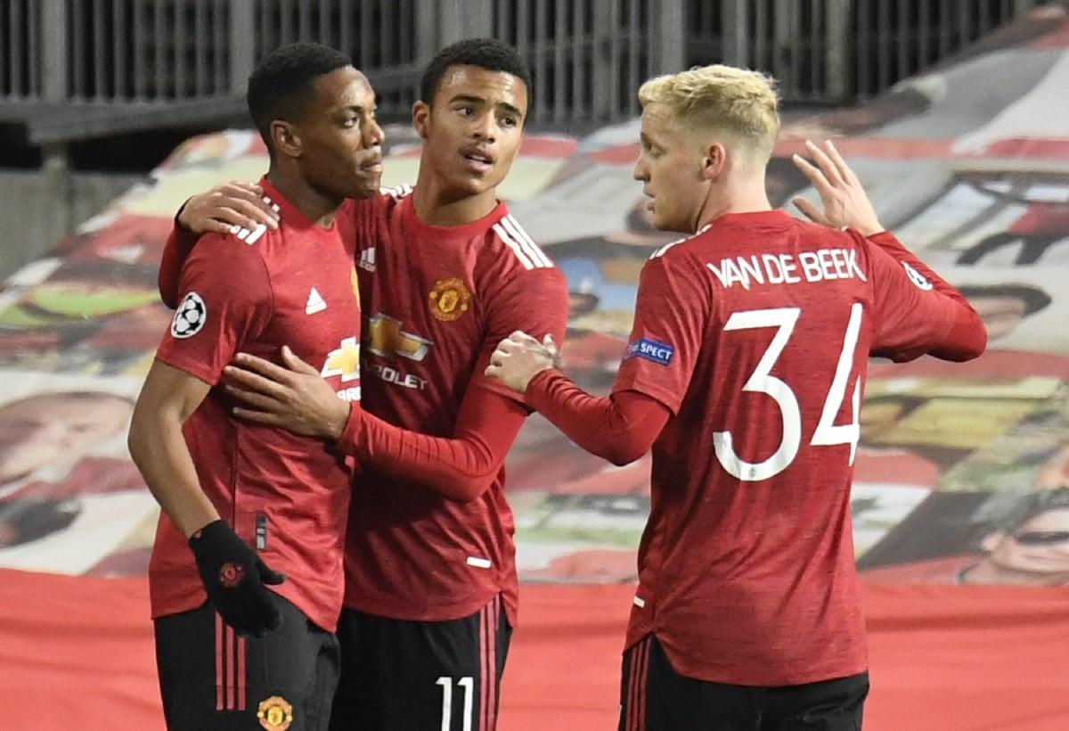 GREENWOOD  (tengah) meraikan jaringan bersama Martial (kiri) dan Donny van de Beek. FOTO AFP