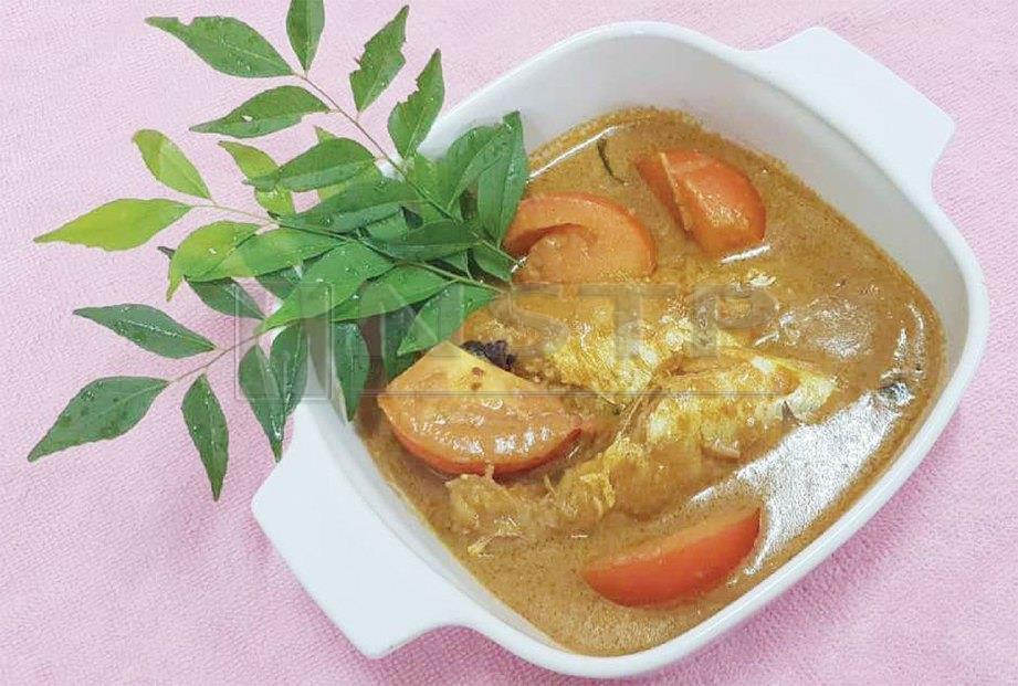 6. TAMBAH tomato atau kacang bendi untuk menambah khasiat. Tambah cili jika mahu pedas.