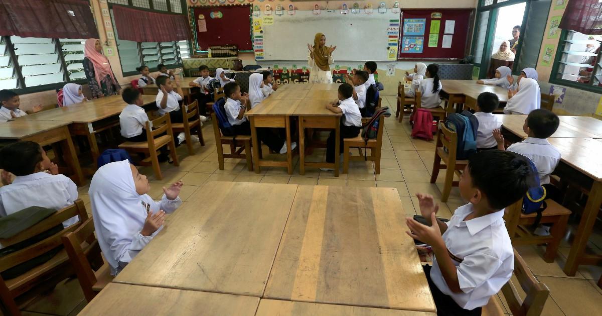 Pengambilan khas 18,702 guru Julai ini [METROTV]
