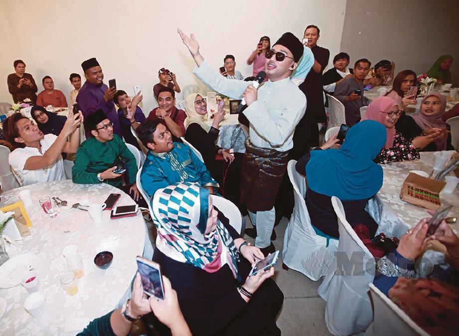 HAEL Husaini dan  Dayang Nurfaizah gabung dua kelab peminat rai majlis iftar ringkas, santai. FOTO: Sairien Nafis