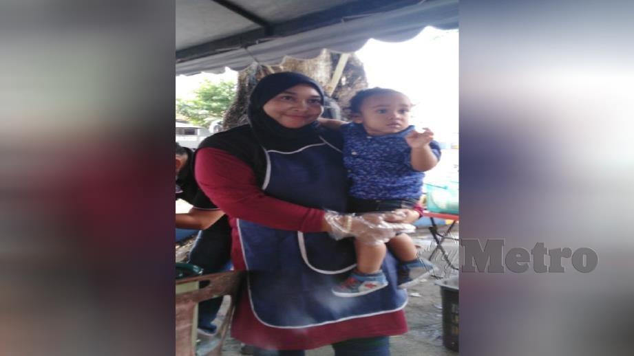 SITI Nurhidayah Mohd Ali bersama anaknya, Hamzah. FOTO Amirul Aiman Hamsuddin