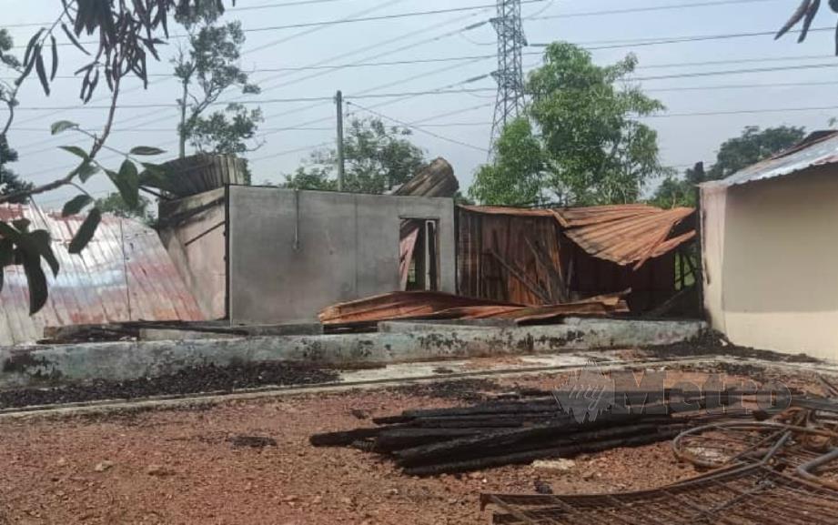 KEADAAN rumah Zakaria yang musnah dalam kebakaran di Kampung Seberang Perai, Sungai Petai, Alor Gajah. FOTO HASSAN OMAR