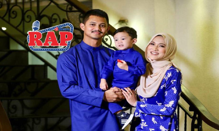HANIS Zalikha bersama Hairul dan anak mereka Yusof Iskandar pada  pada majlis sembang santai di Wisma Jakel, Kuala Lumpur, hari ini. FOTO Mohd Khairul Helmy Mohd Din