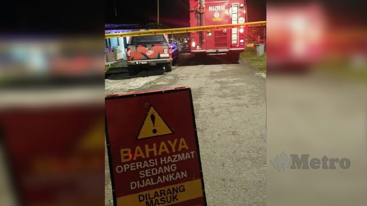 ANGGOTA bomba menutup lokasi kejadian bagi menjalankan siasatan. FOTO ihsan bomba