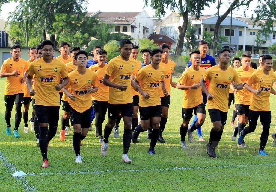 Antara pemain Skuad B-18 negara yang dikendalikan jurulatih Brad Maloney di Padang Wisma FAM. FOTO File NSTP