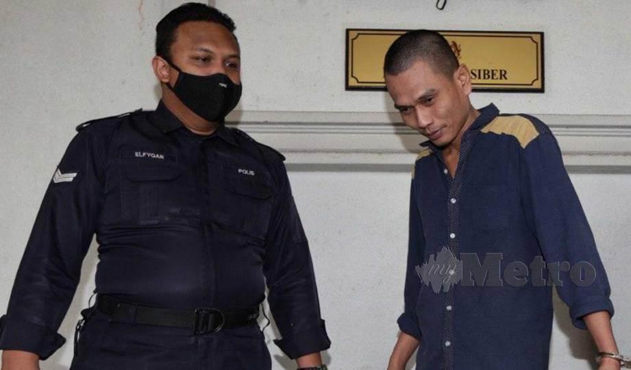 SHARIL (kanan), didakwa diatas pertuduhan menghina Yang Dipertuan Agong di Mahkamah Sesyen Siber Kuala Lumpur. FOTO Mohamad Shahril Badri Saali