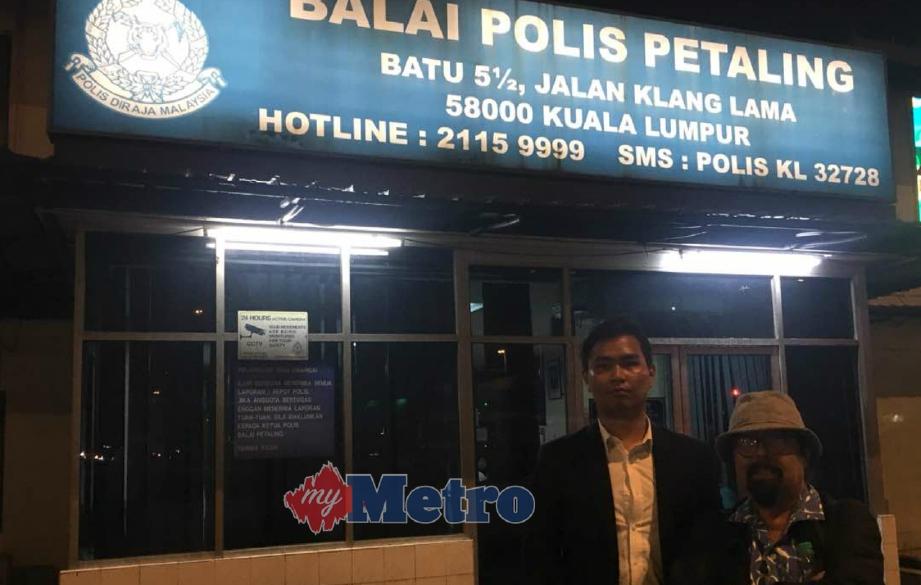 HISHAMUDDIN (kanan) bersama Zaid di Balai Polis Petaling, Kuala Lumpur.