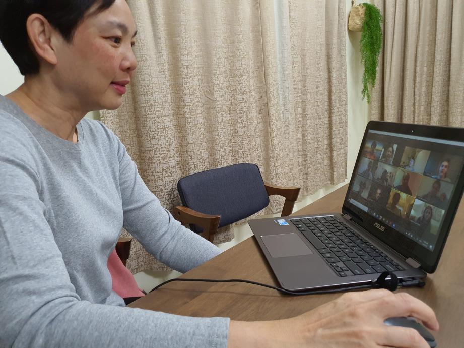 PROF Madya Dr Cheah Phaik Kin mengendalikan kuliah melalui aplikasi Zoom kepada pelajar Universiti Texas Christian (TCU), Fort Worth, Texas, Amerika Syarikat (AS). FOTO IHSAN Dr Cheah