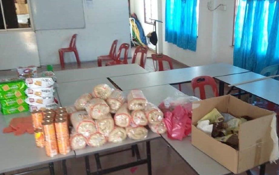 DEWAN yang dijadikan stor penyimpanan barangan keperluan dipecah masuk. FOTO Ihsan FB Lee Khai Loon