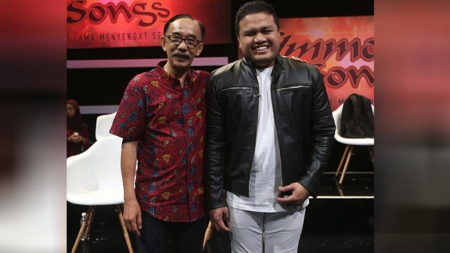 AZMI Saat bersama komposer, Fauzi Marzuki. FOTO ihsan TV3