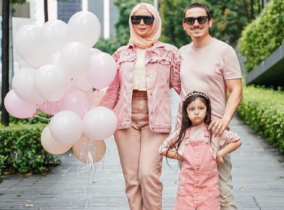 CHE Ta bersama Zain Saidin dan anaknya, Aaishah. FOTO IG
