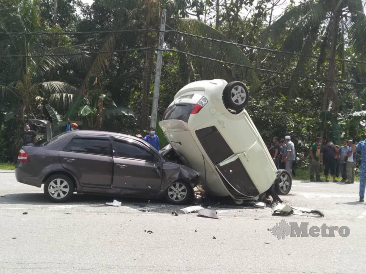 KEMALANGAN itu membabitkan sebuah kereta Proton Saga dan Perodua Myvi pagi tadi, di sini. FOTO Rosman Shamsudin