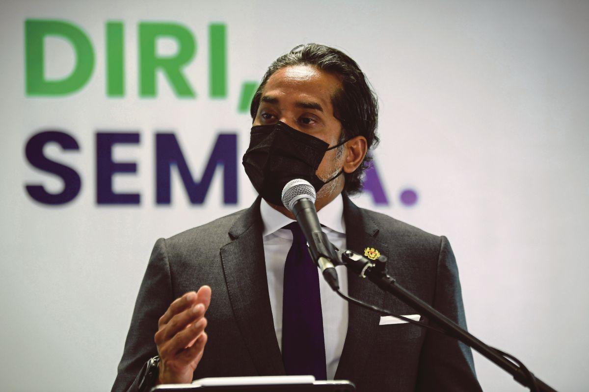 KHAIRY Jamaluddin ketika sidang media mengenai perkembangan Program Imunisasi COVID-19 Kebangsaan selepas Mesyuarat Jawatankuasa Khas Jaminan Akses Bekalan Vaksin COVID-19 (JKJAV) hari ini. FOTO Bernama