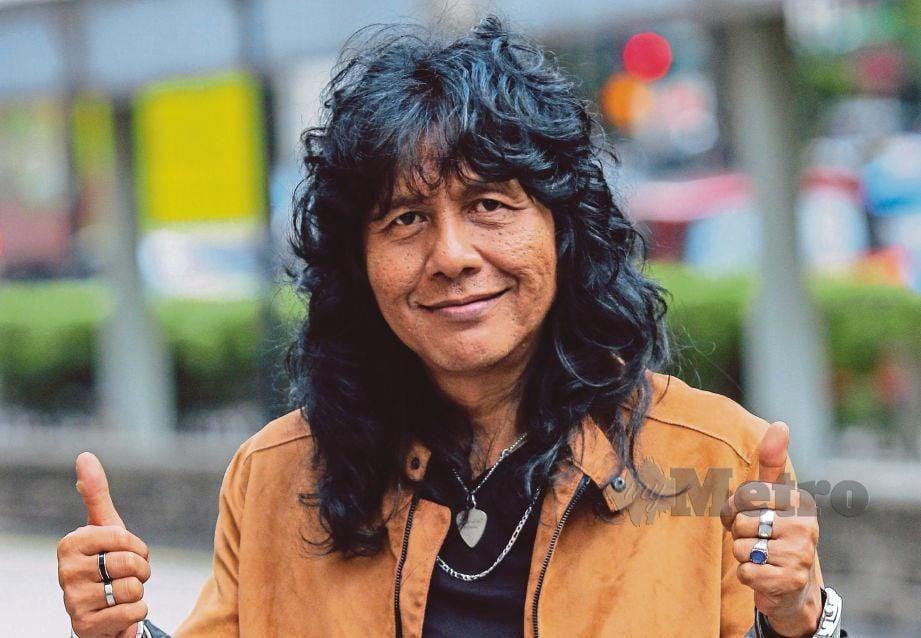 PEMAIN gitar utama kumpulan Lefthanded, Man Kidal  FOTO Aizuddin Saad