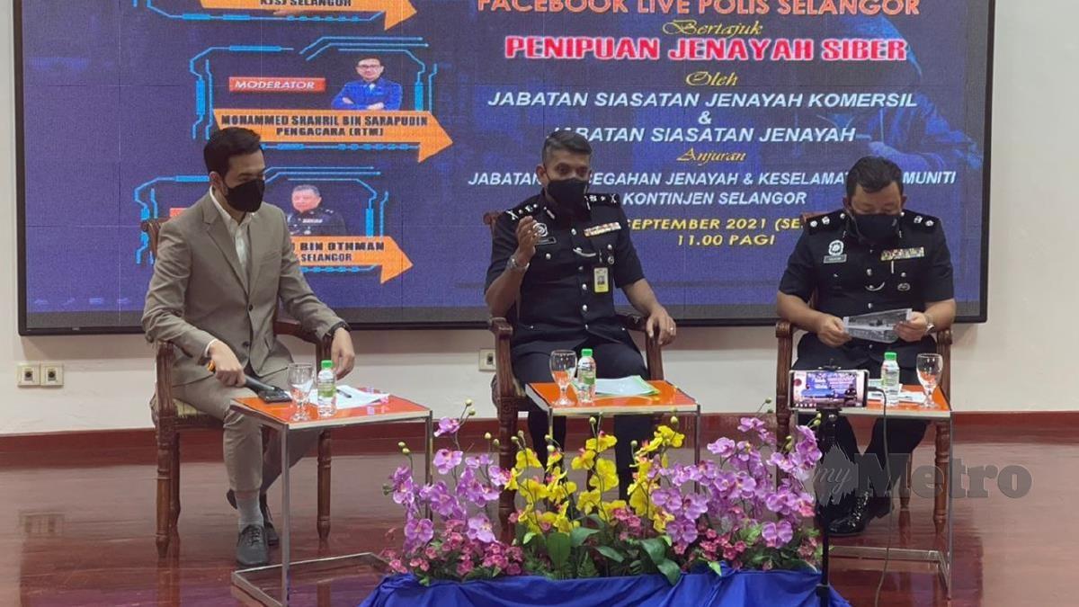 NIK Ezanee Mohd Faisal (tengah) selaku panel Program bual bicara bertajuk Penipuan Jenayah Siber menerusi Facebook rasmi Polis Selangor. NSTP ihsan Polis Selangor