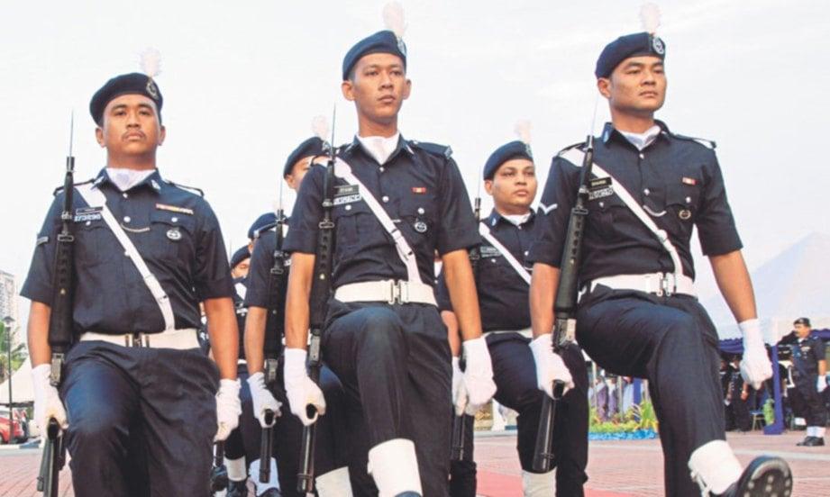 ANGGOTA Polis