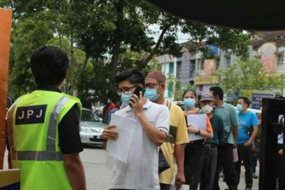SEJUMLAH 1,200 angka giliran sehari diagihkan kepada orang ramai yang mahu berurusan di JPJ Johor. FOTO ihsan JPJ JOHOR