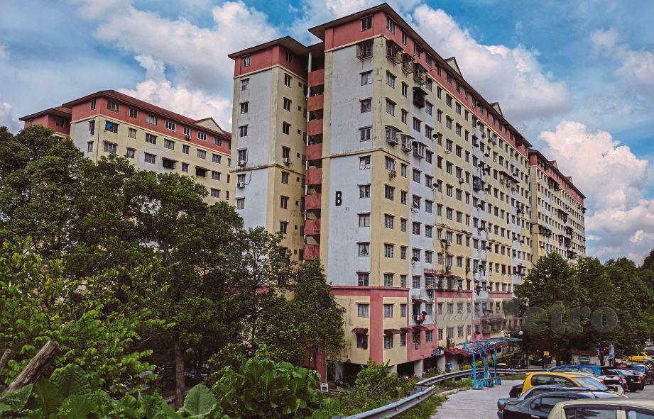 TINJAUAN suasana disalah sebuah pangsapuri di Cheras berikutan Kementerian Kesihatan Malaysia mendedahkan penemuan Kluster Pangsapuri Cheras FOTO Hazreen Mohamad