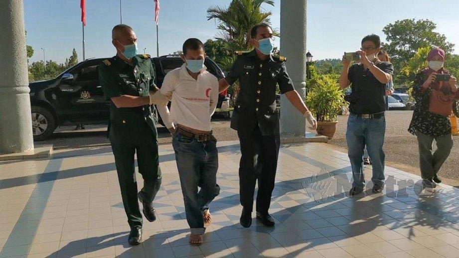 LELAKI warga Myanmar dibawa ke Mahkamah Sesyen di sini hari ini atas pertuduhan menceroboh Hutan Simpan Bukit Perak dekat Pendang pada Mei lalu. FOTO Nor Farhani Che Ad