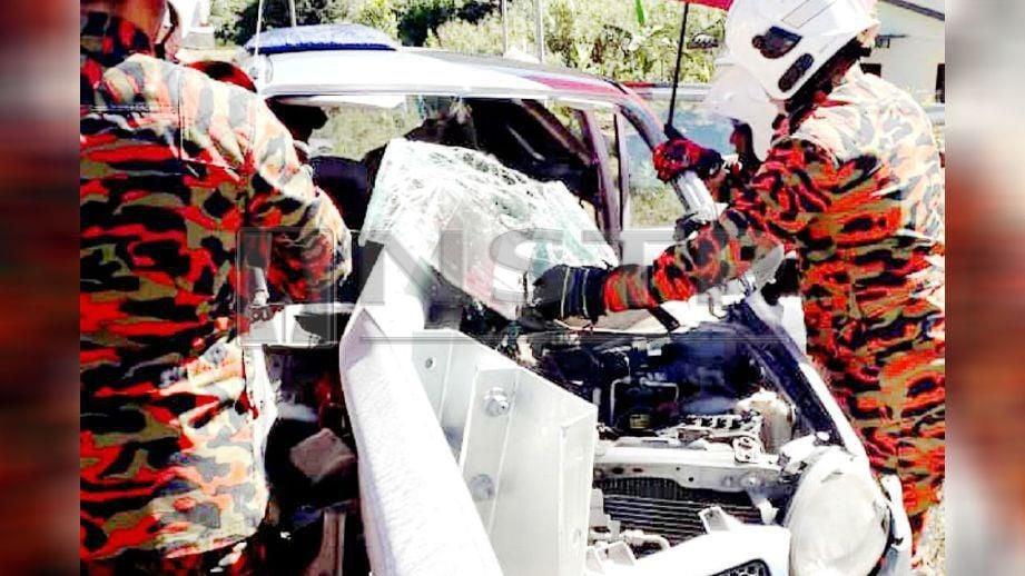 BESI penghadang menembusi cermin Perodua Kancil. FOTO ihsan polis