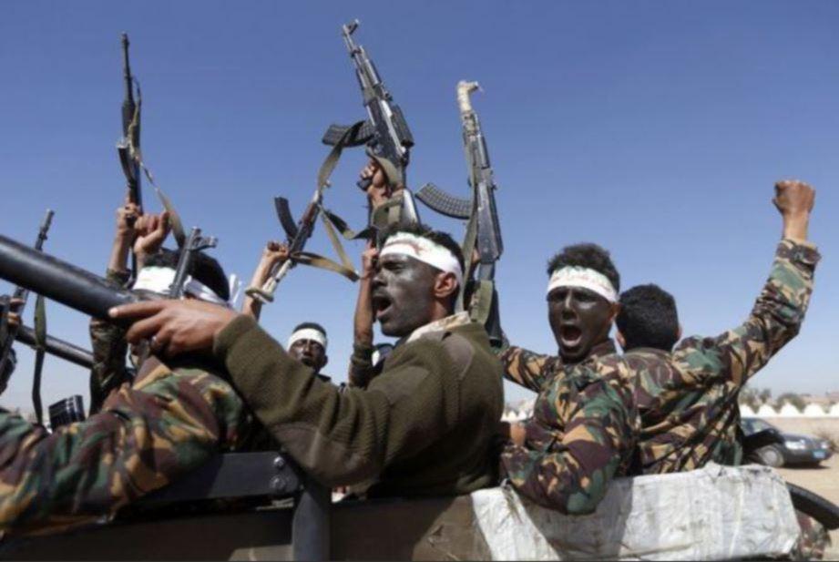 FOTO fail menunjukkan militan Houthi di Yaman. FOTO AFP