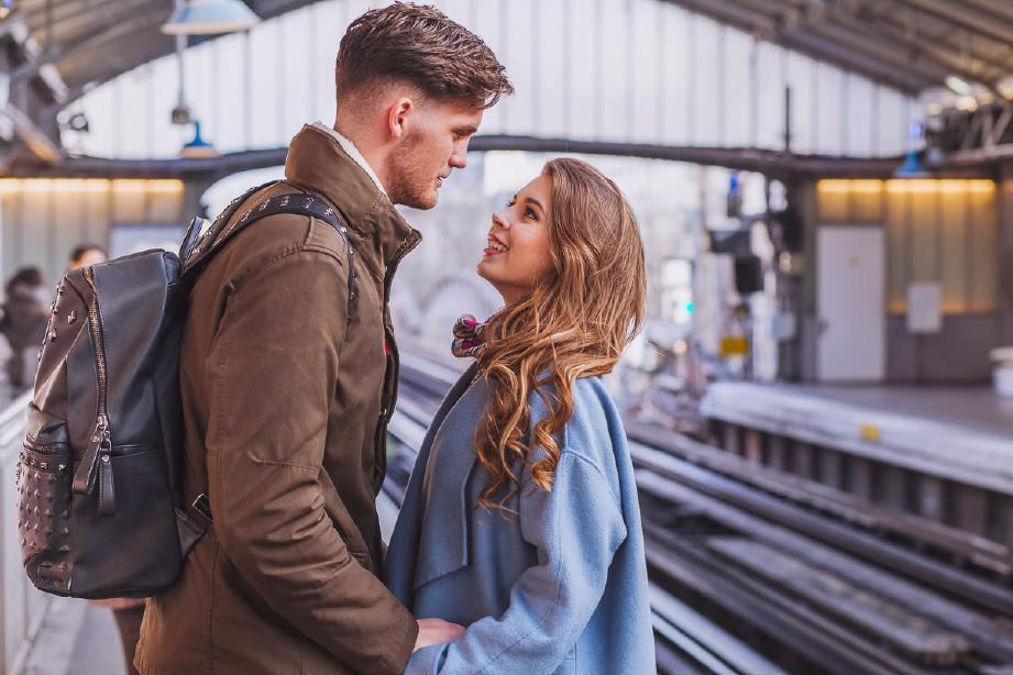 SUAMI isteri perlu yakin bahawa cinta sejati tidak dapat dipisahkan oleh jarak dan masa. - FOTO Google