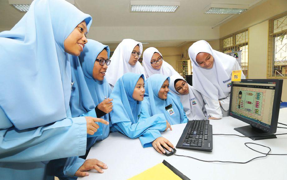ELEMEN multimedia mampu  meningkatkan motivasi dan  kecenderungan untuk  belajar. - Gambar hiasan