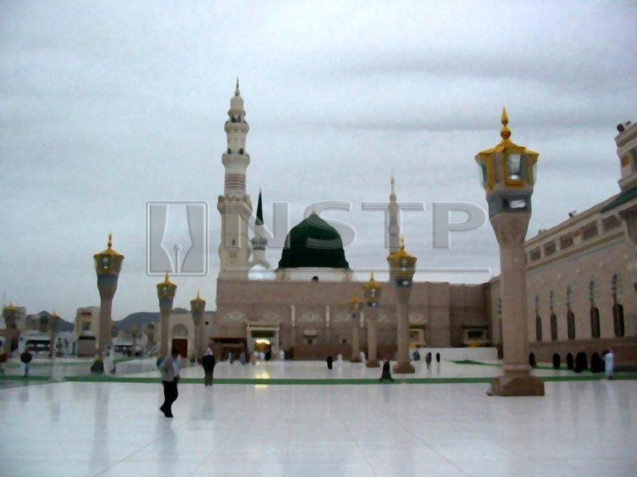 SETIAP tahun ribuan umat Islam dari seluruh dunia menziarahi makam Nabi Muhammad SAW di bawah kubah hijau di Masjid Nabawi.