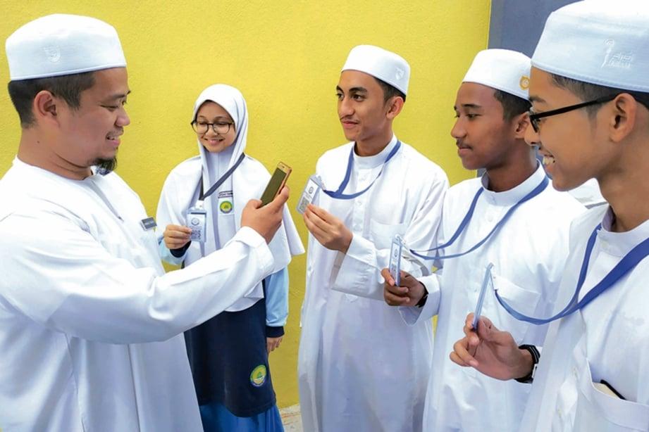 APLIKASI ScanQR yang pertama kali diperkenalkan di sekolah di Asia. FOTO E-mel