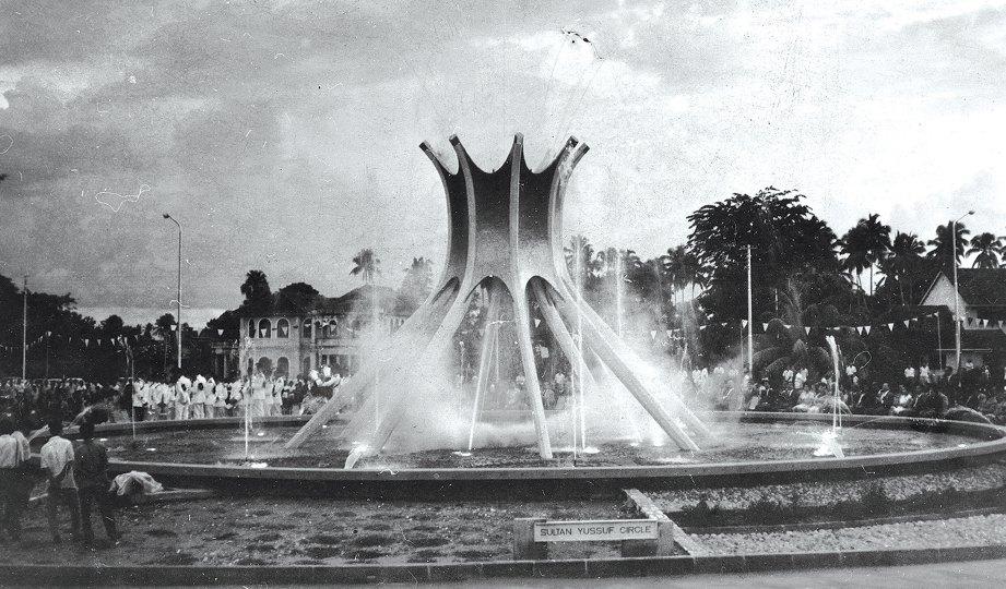 DULU. Bulatan Sultan Yussuf pada 1963 dan menjadi antara mercu tanda Ipoh.