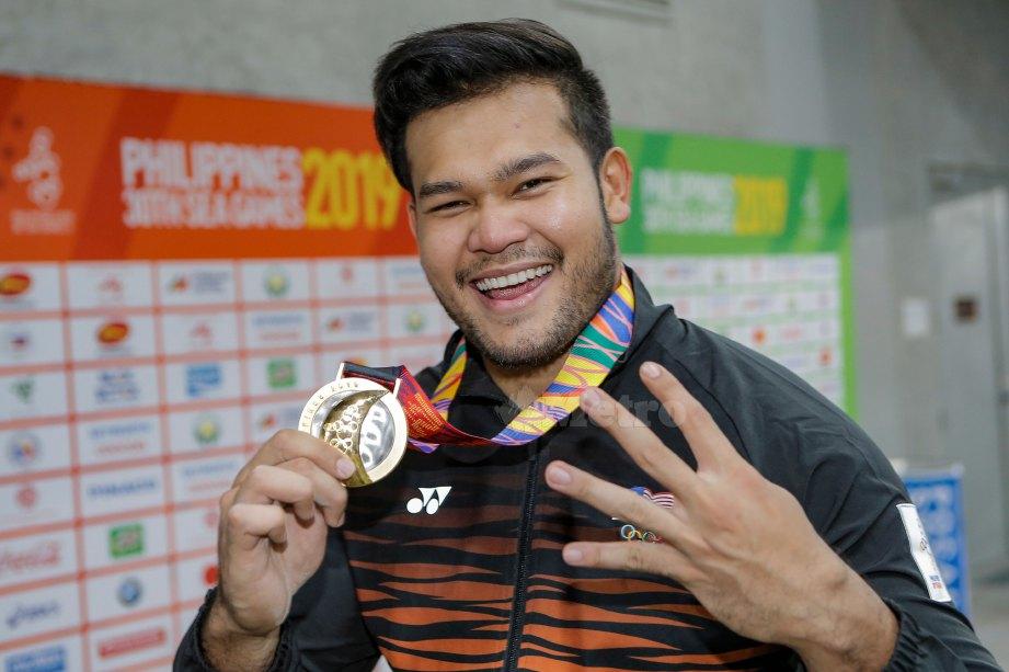 ATLET lempar cakera, Muhammad Irfan Shamshuddin meraih pingat emas dalam acara lempar cakera lelaki sempena Sukan SEA ke-30 Filipina 2019 di Stadium Olahraga New City Clark, Clark. FOTO AIZUDDIN SAAD