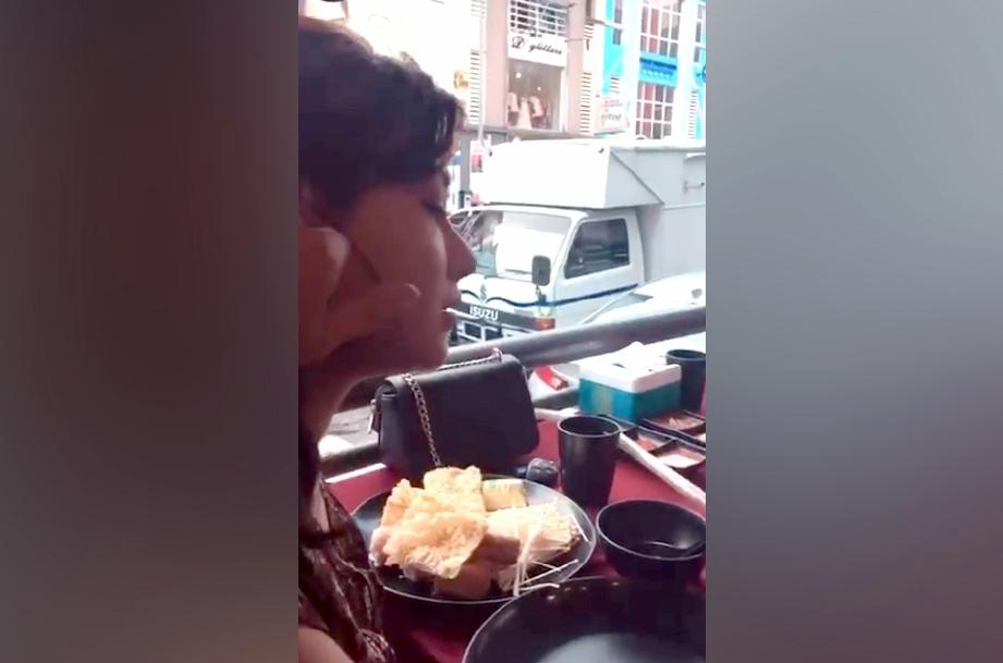 ISA dilihat mencubit pipi seorang wanita yang jelas kelihatan kelibat Risteena. FOTO Instagram Isa