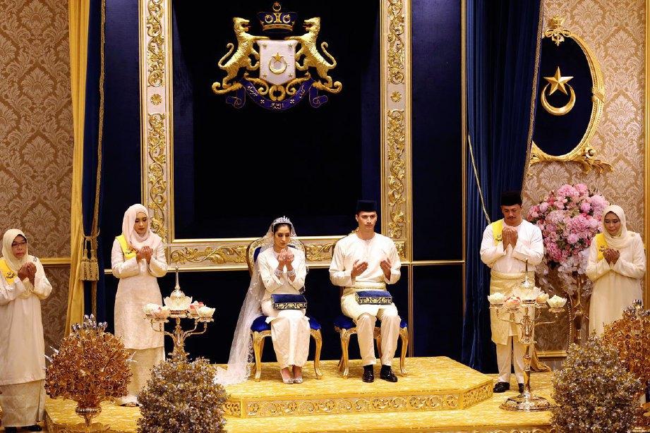 Istiadat Persandingan Diraja Tunku Puteri Johor, Tunku Tun Aminah Maimunah Iskandariah Sultan Ibrahim dan suaminya, Dennis Muhammad Abdullah di Balai Singgahsana Istana Besar, Johor Bahru. FOTO IHSAN ROYAL PRESS OFFICE