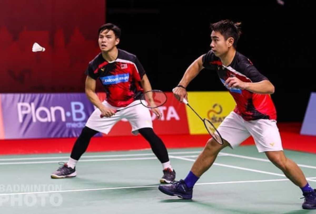 NUR IZZUDIN (kiri) dan Sze Fei mempamerkan aksi meyakinkan. FOTO FB Persatuan Badminton Malaysia (BAM)