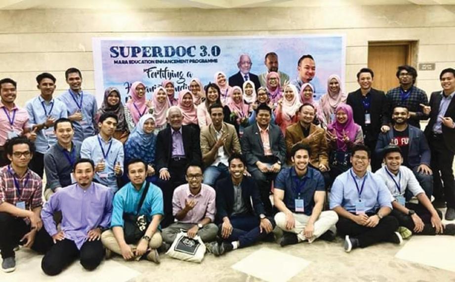 BERSAMA barisan ahli jawatankuasa Program Super Doc 3.0 yang berdedikasi. FOTO Dr Nazatul Shahnaz Mohd Nazri